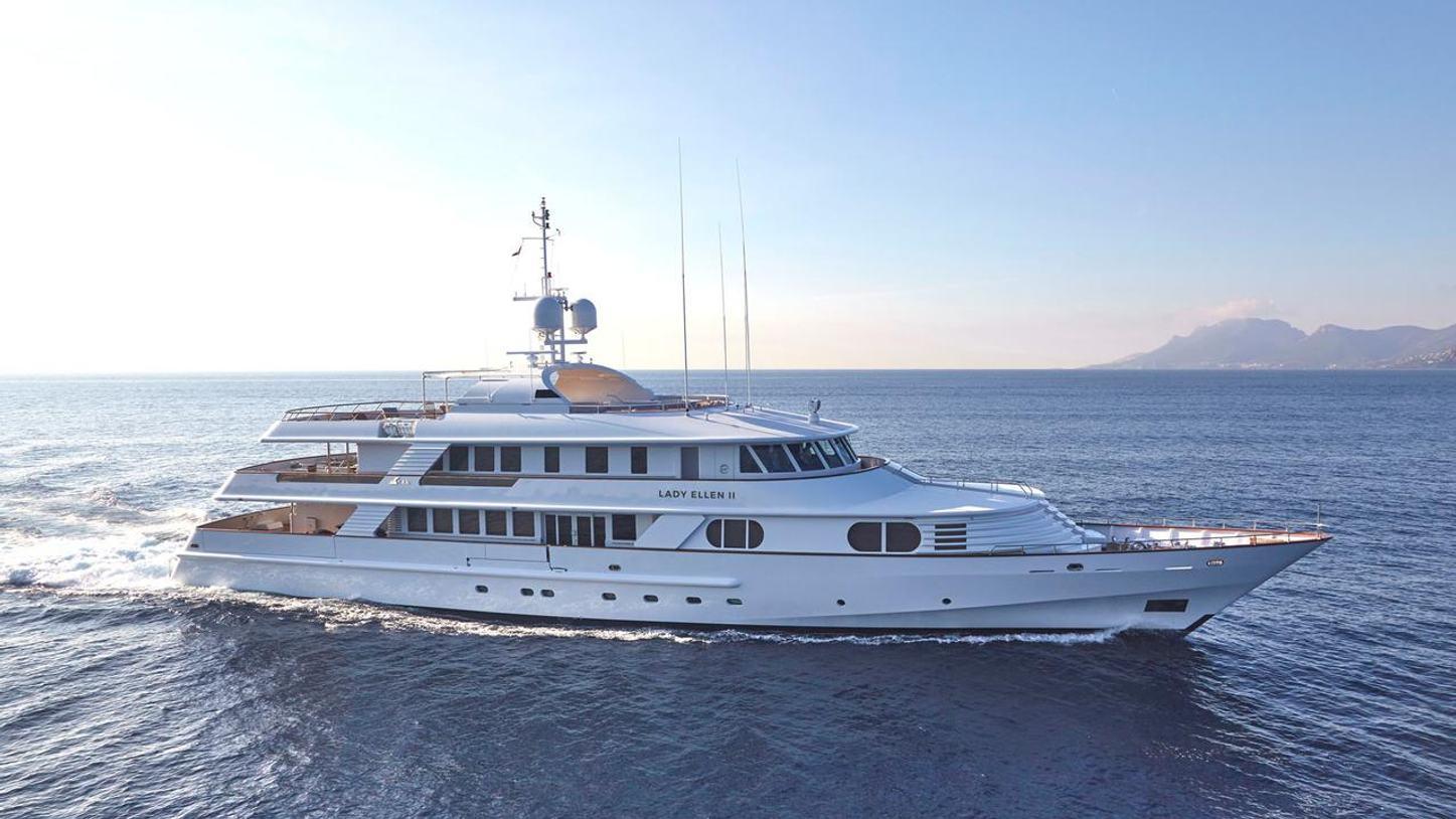 superyacht Lady Ellen II cruising on a Greece yacht charter