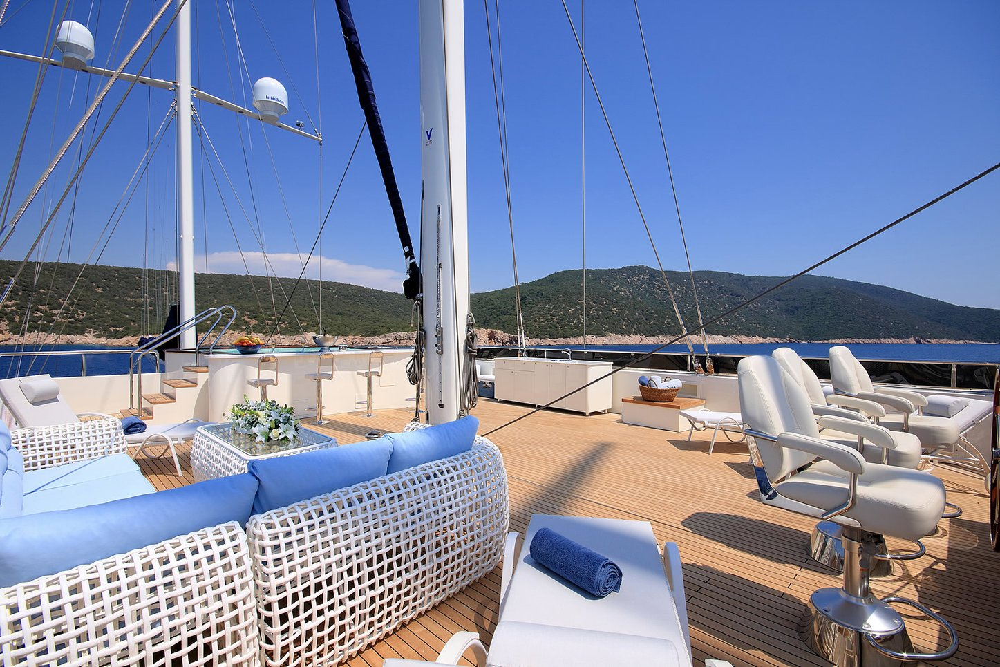 Jacuzzi, sunbeds and seating on flybridge aboard superyacht MEIRA