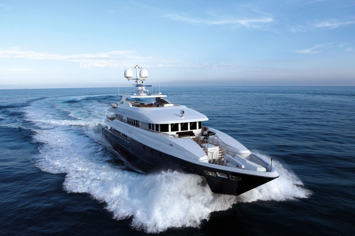 charter yacht zaliv iii from mondomarine on the water, head-on angle