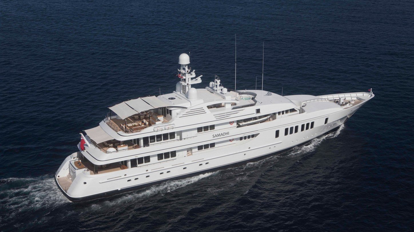 superyacht SAMADHI underway during a Caribbean yacht charter