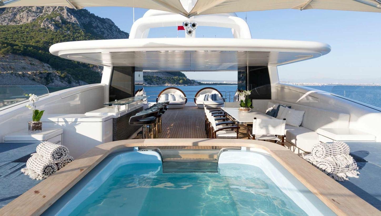 spa pool, bar and seating area on the sundeck of motor yacht RUYA