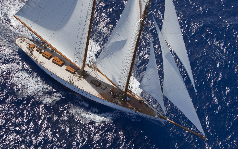 superyacht ELENA cutting through the ocean on a Mediterranean yacht charter
