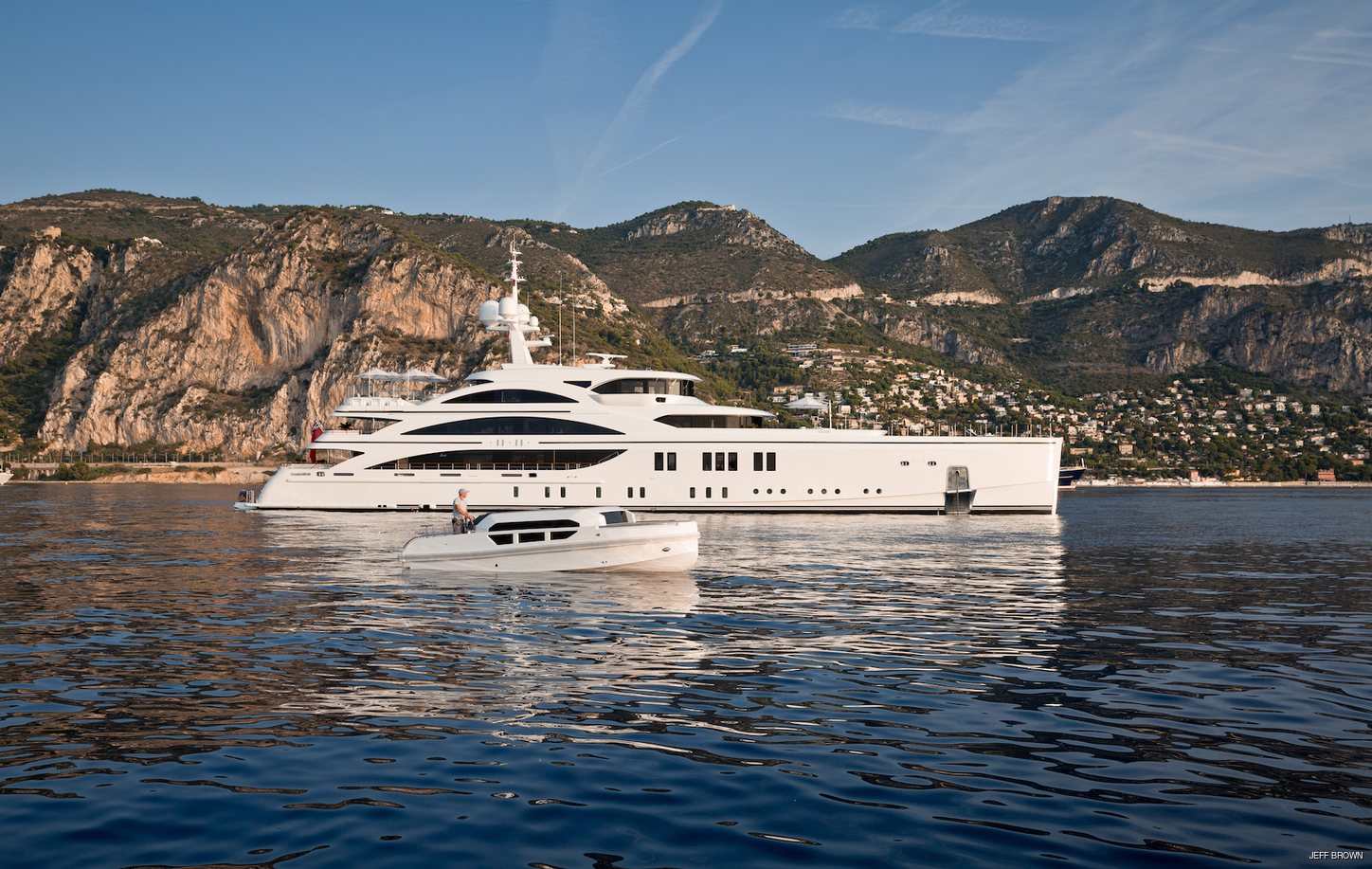 luxury yacht 11/11 cruises on a private yacht charter