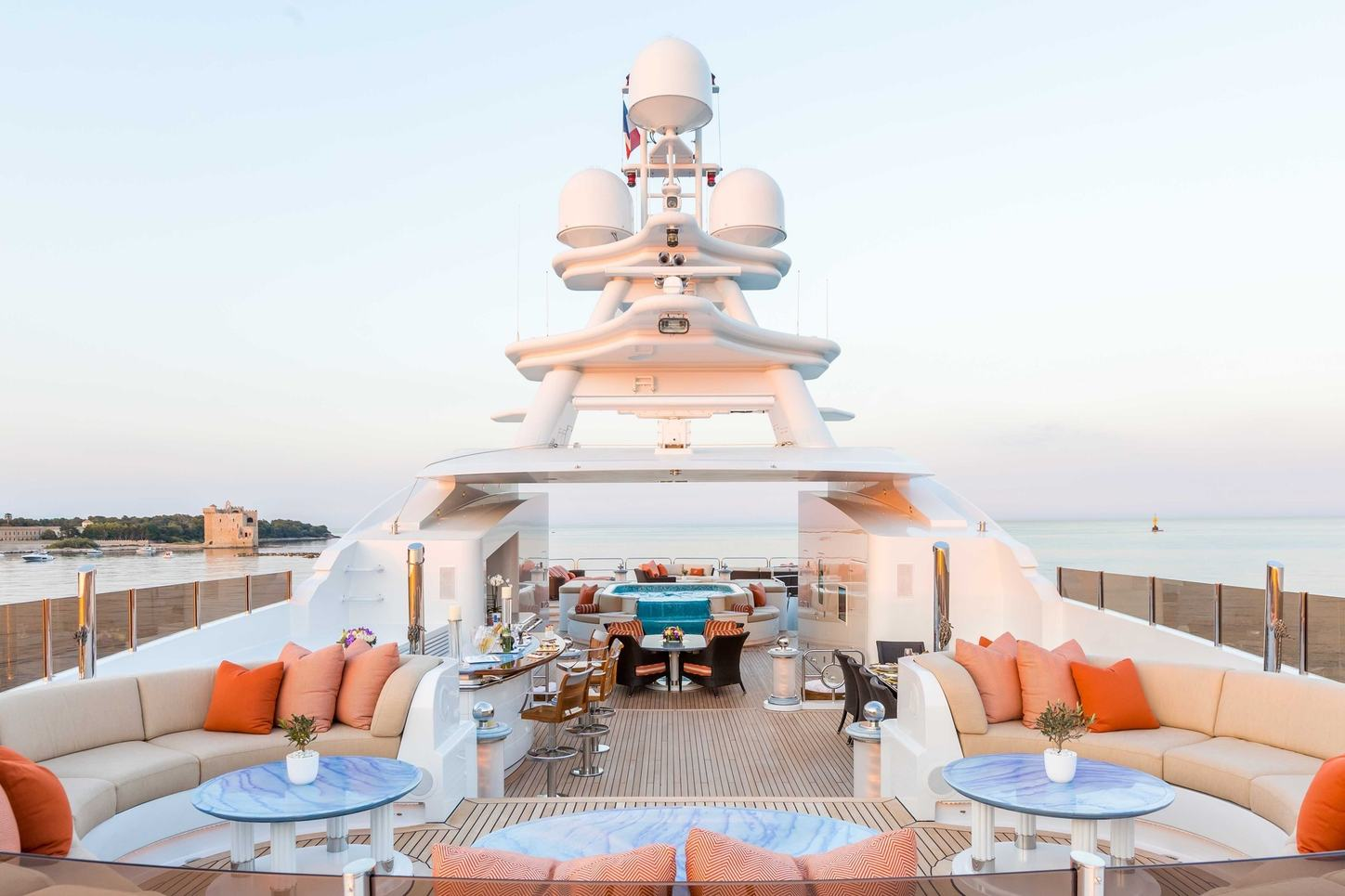 seating areas, bar and spa pool on the sundeck of motor yacht Lucky Lady