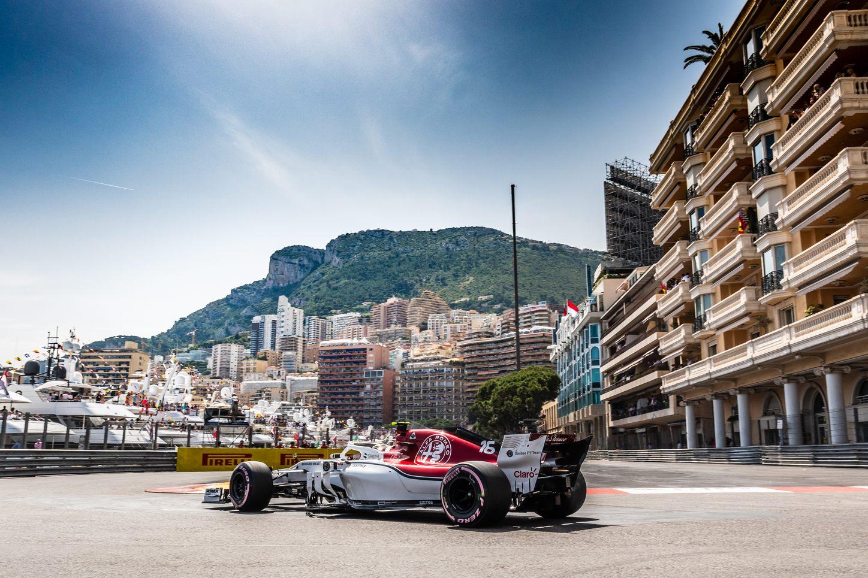 Monaco Grand Prix, cars on the track
