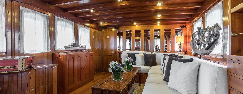 Thanda Island Yacht Cruise Image 5