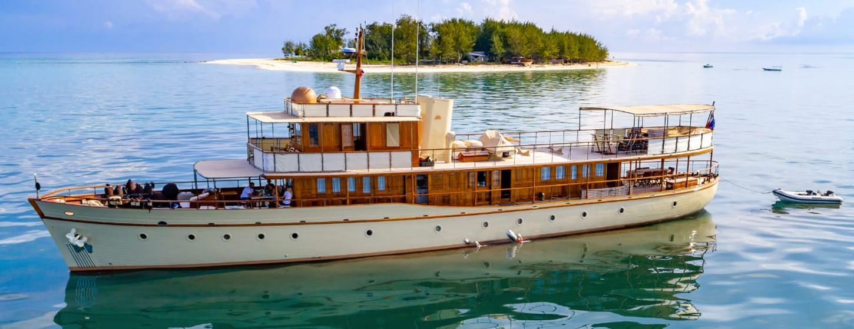 Thanda Island Yacht Cruise Image 1