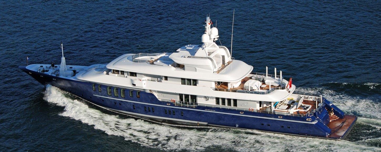 Luxury yacht Triple 7 underway