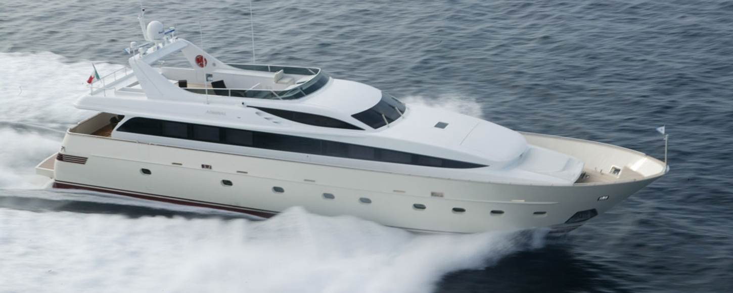 Charter yacht Alila cruising in Italy