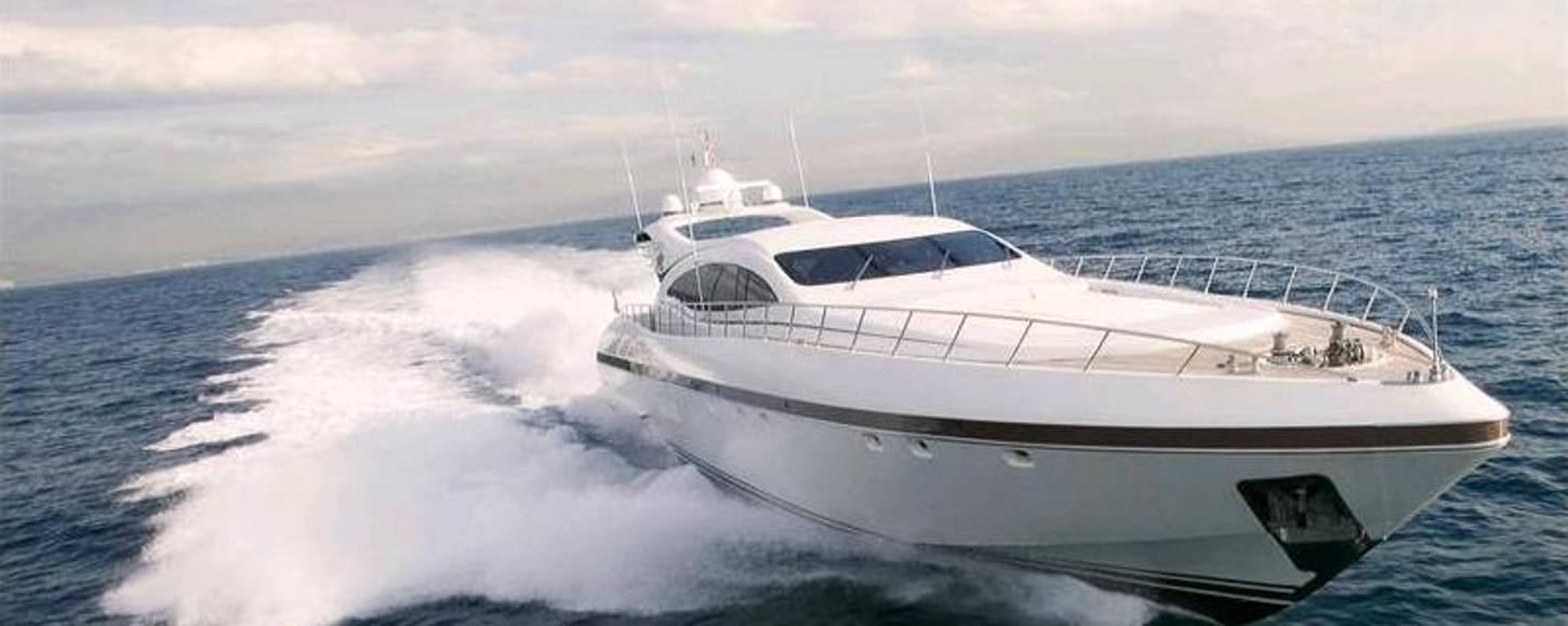 Charter yacht Les cruising in Naples