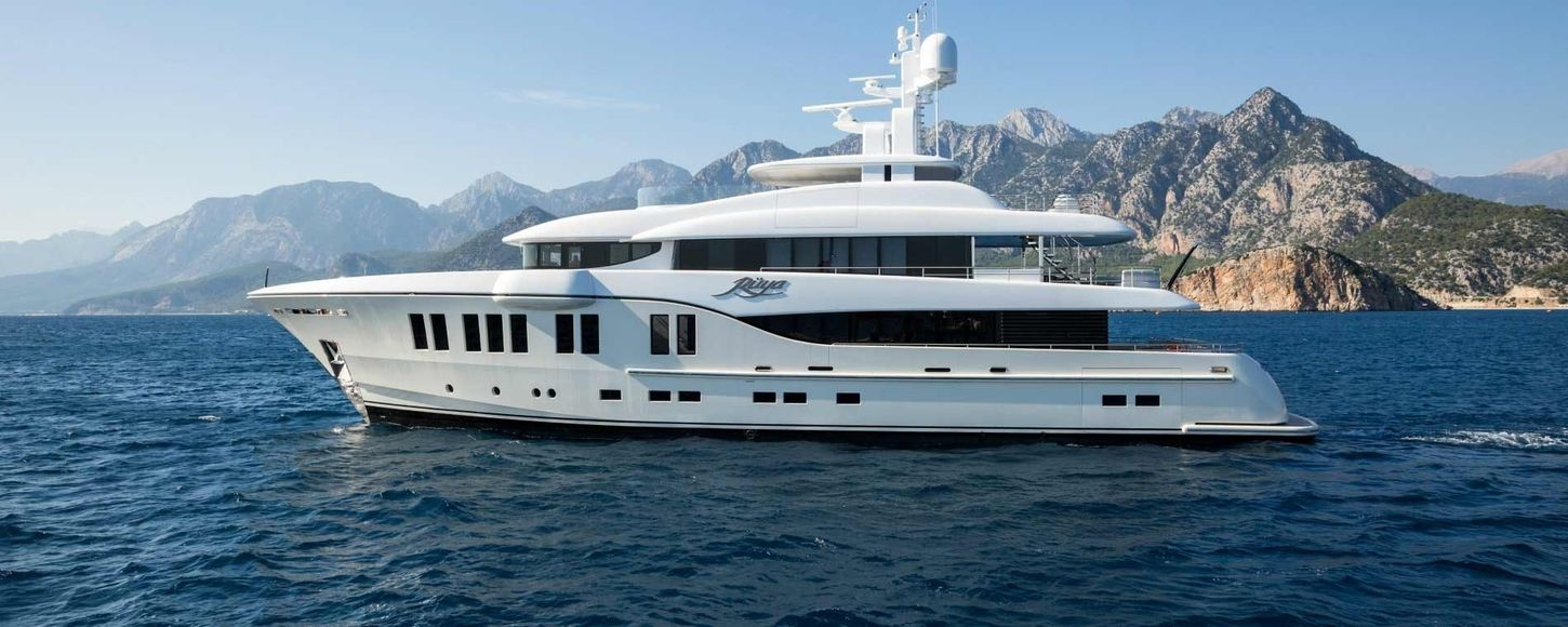 superyacht ruya cruising on charter in Mediterranean