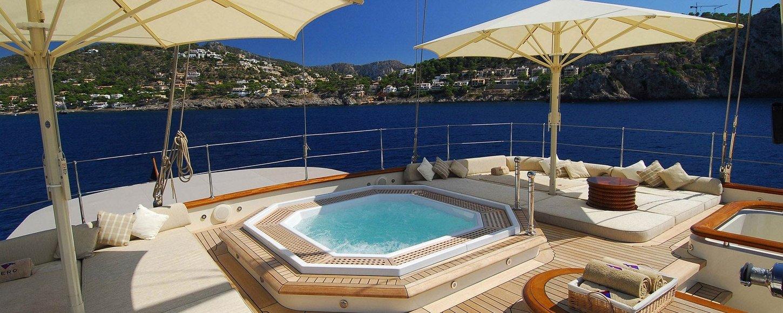 Charter Yacht NERO jacuzzi