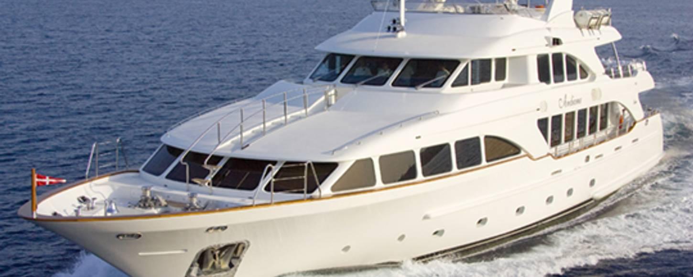 Charter yacht Andiamo cruising in the Bahamas