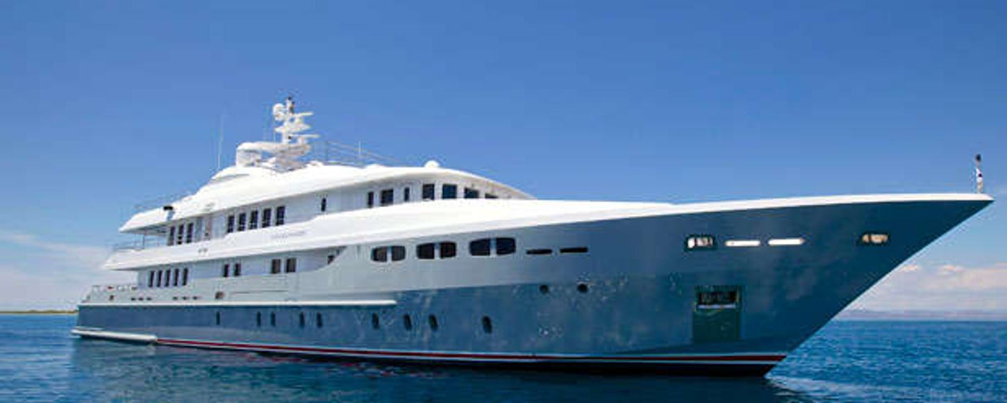 Charter yacht O'Ceanos at anchor in the Med
