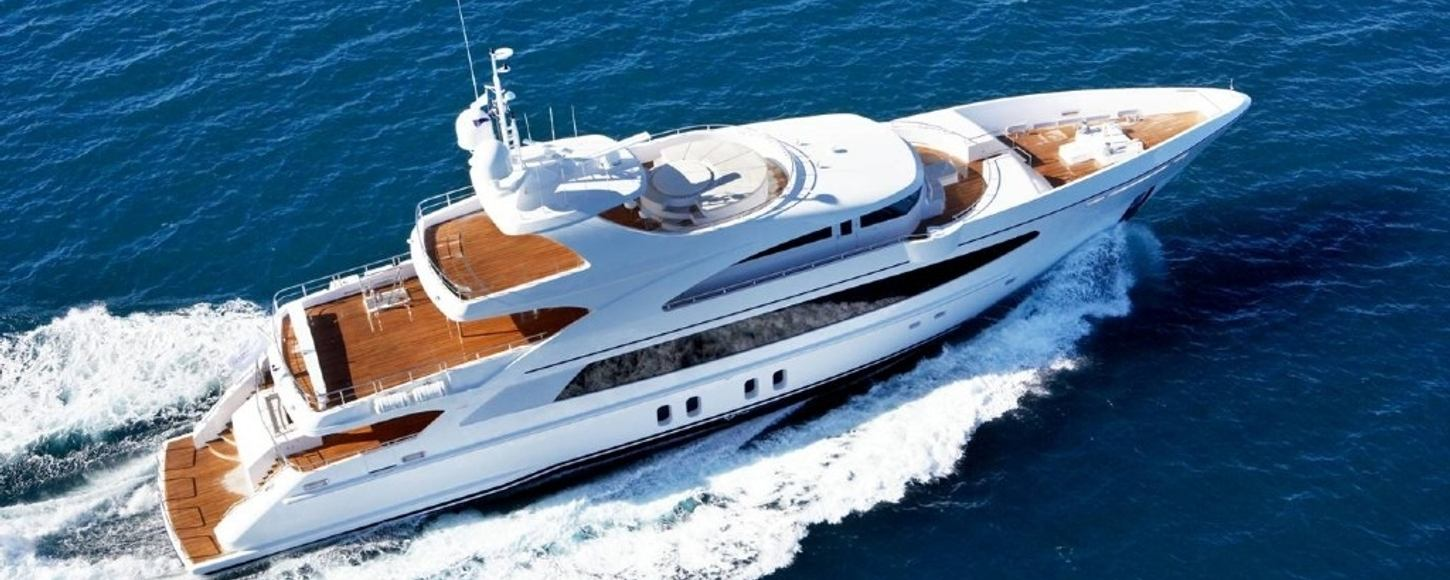 Charter Yacht Australis cruising in the South of France