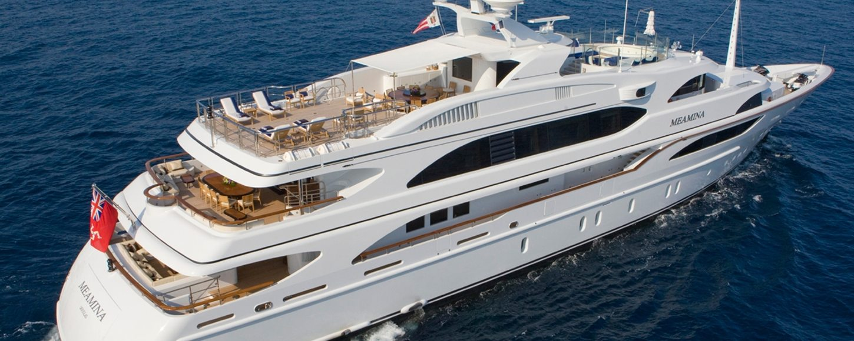 'Meamina' cruising in the Caribbean