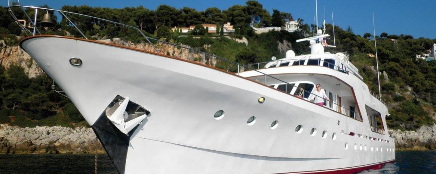 Charter yacht Sprezzatura at anchor in the French Riviera