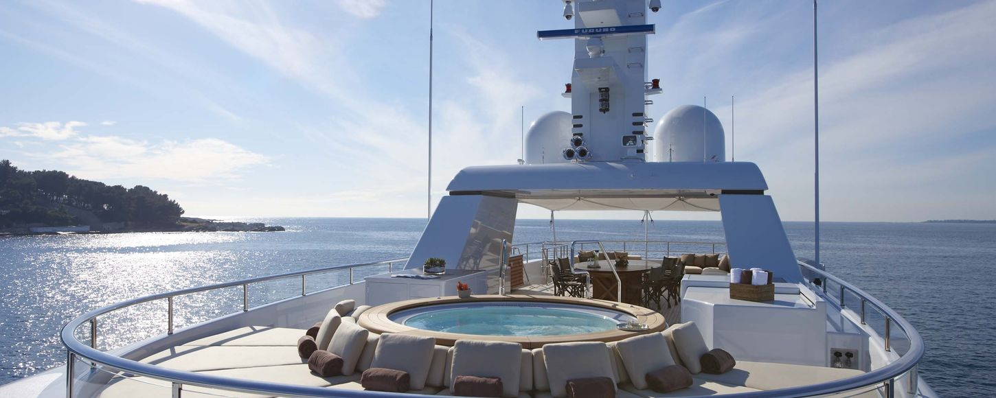 Jacuzzi on the deck of the Charter Yacht Madsummer