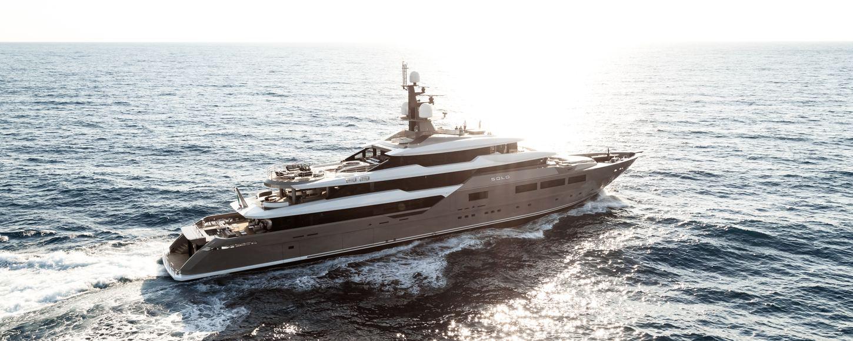 superyacht SOLO underway