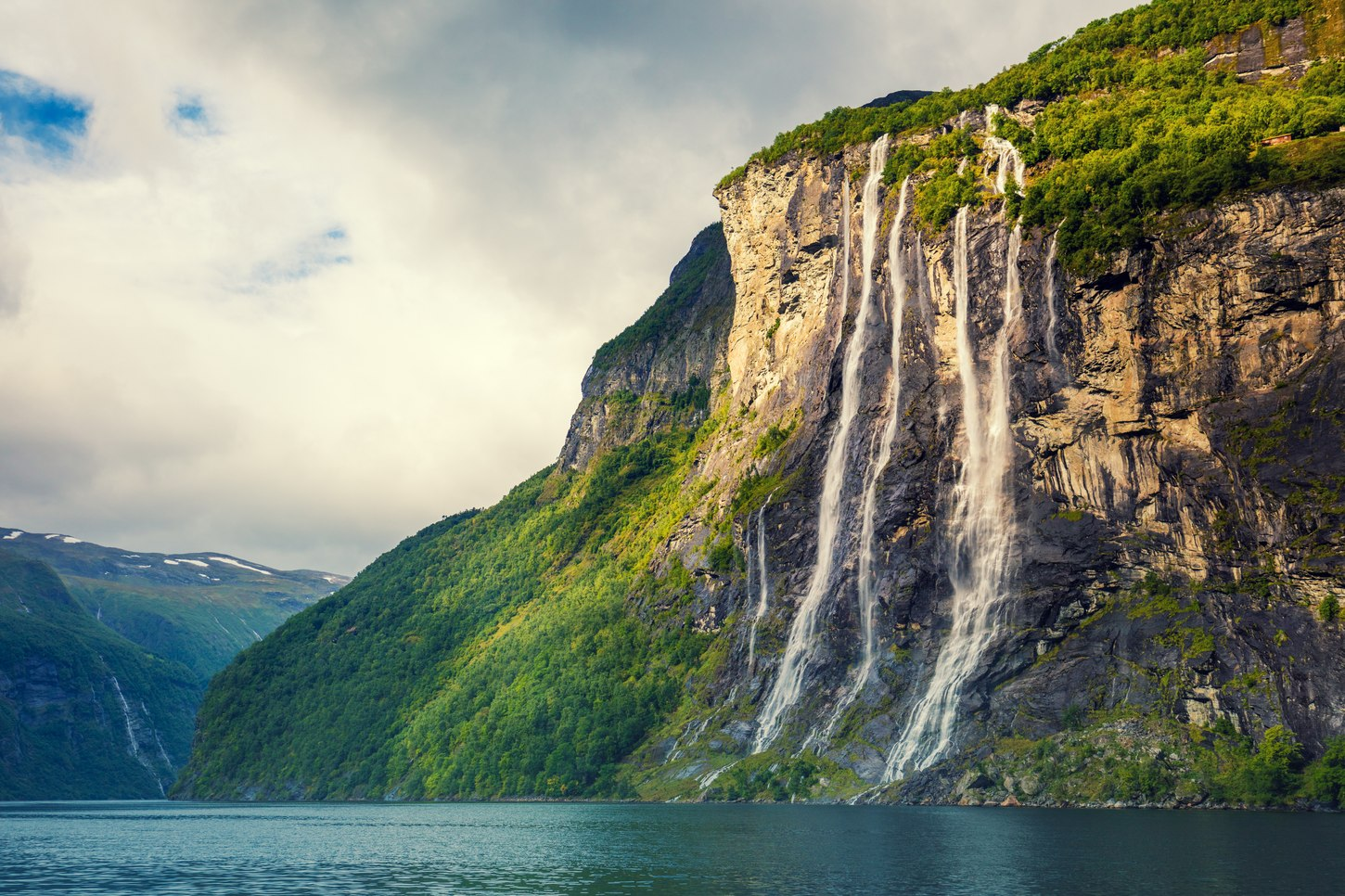 The Seven Sisters Waterfall Image 1
