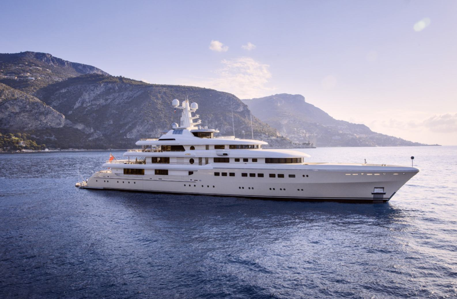 luxury yacht GRACE cruising on a yachting vacation
