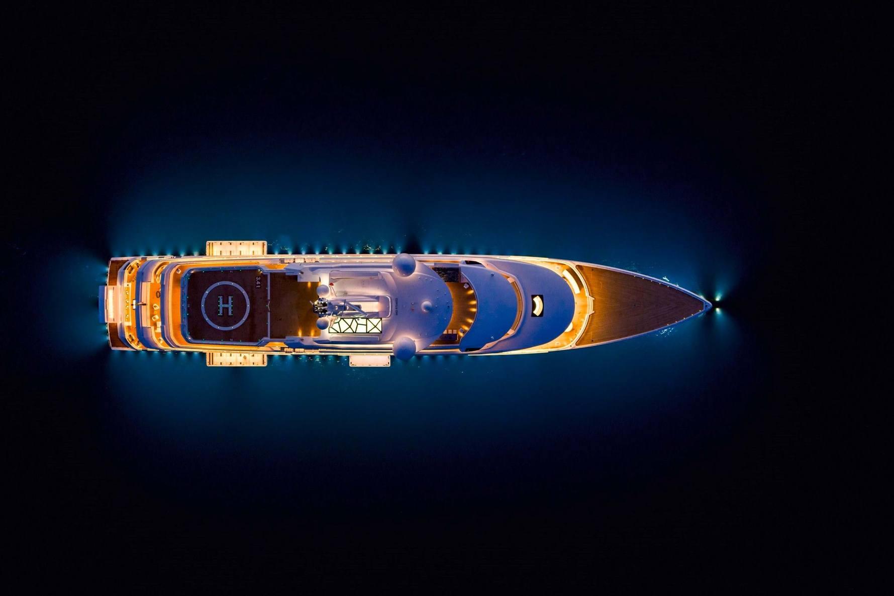Benettin Superyacht Luminosity at night