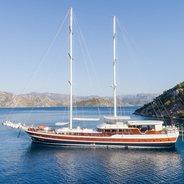 Halcon Del Mar Charter Yacht