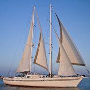 Dame des Tropiques Charter Yacht