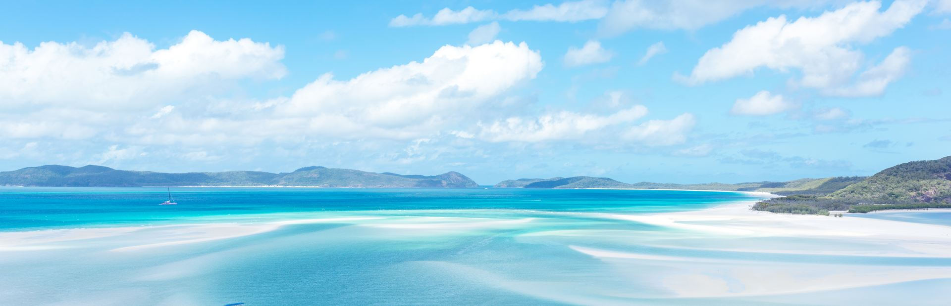 5 Reasons to Visit the Whitsunday Islands on a Luxury Yacht Charter