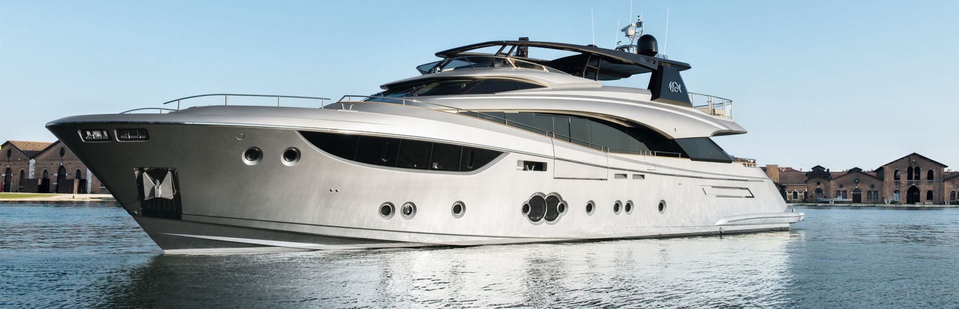 MCY 105 Yacht Charter