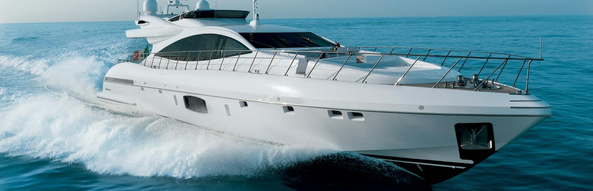Mangusta 110 Yacht Charter