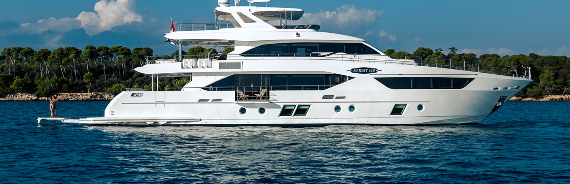 Majesty 110 Yacht Charter