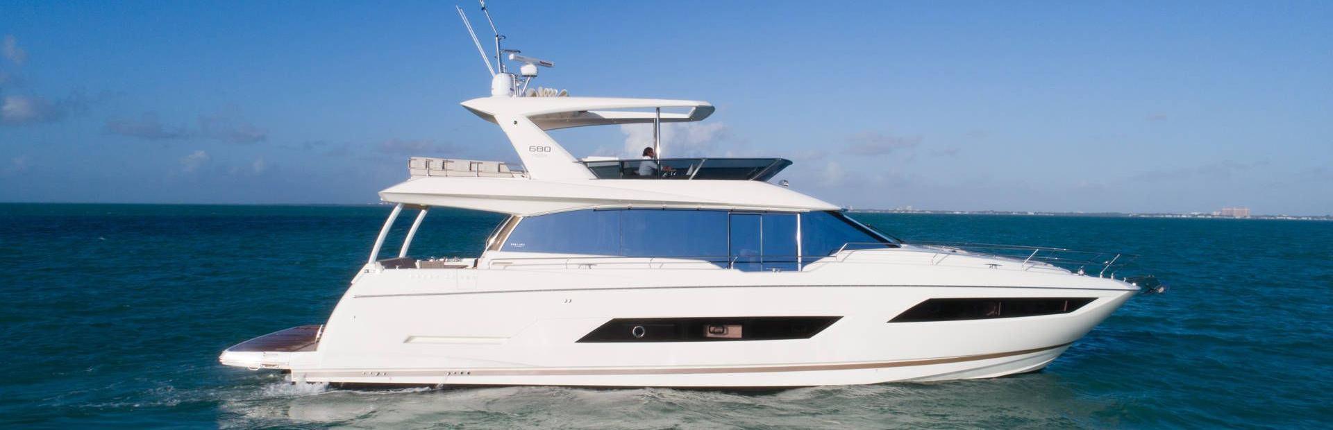 680 Yacht Charter