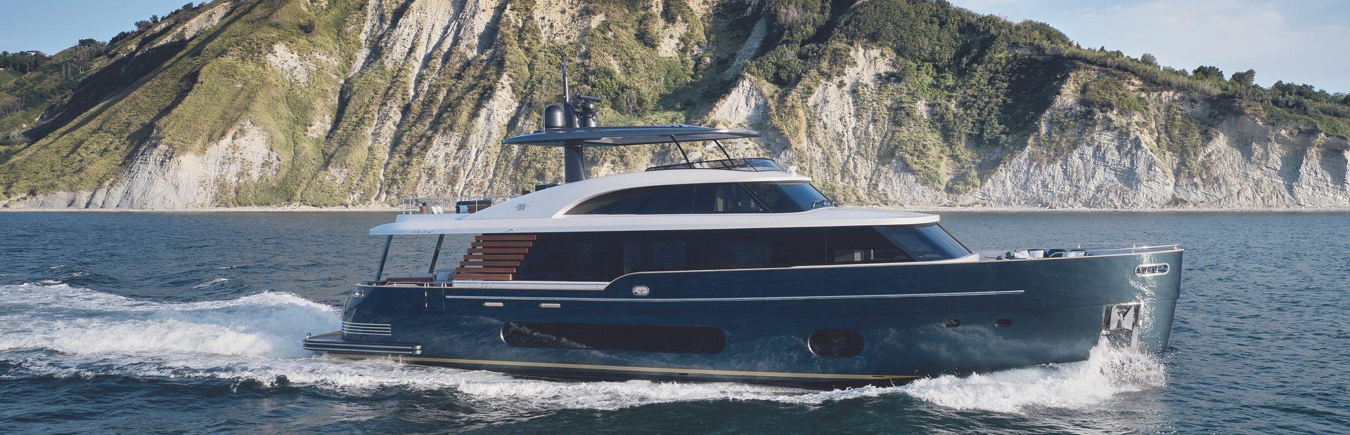 Magellano 25 Metri Yacht Charter