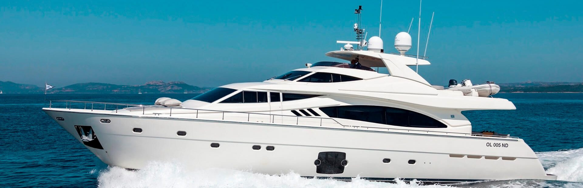 Ferretti Yachts 881 RPH Yacht Charter