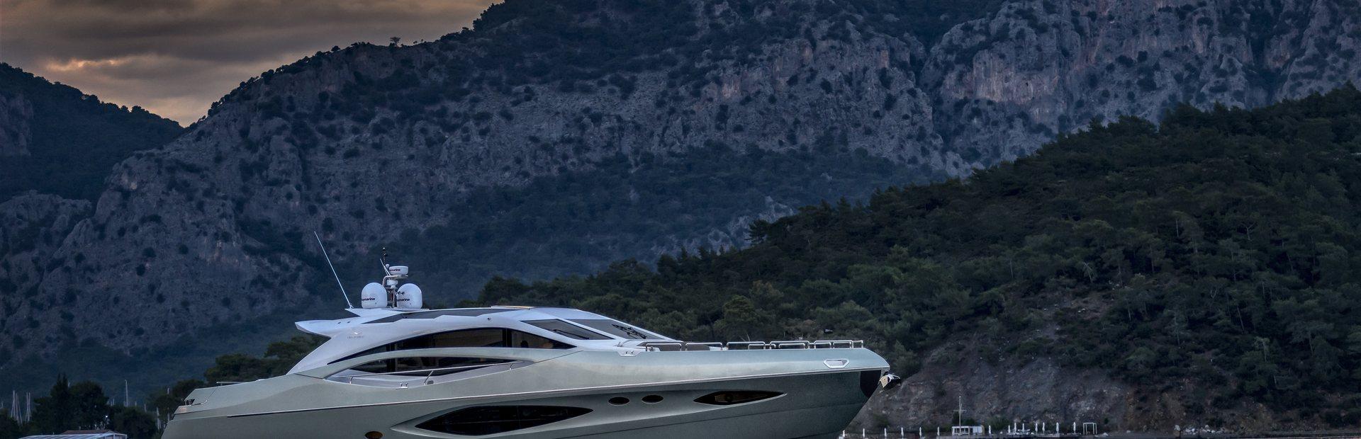 78 Hardtop Yacht Charter