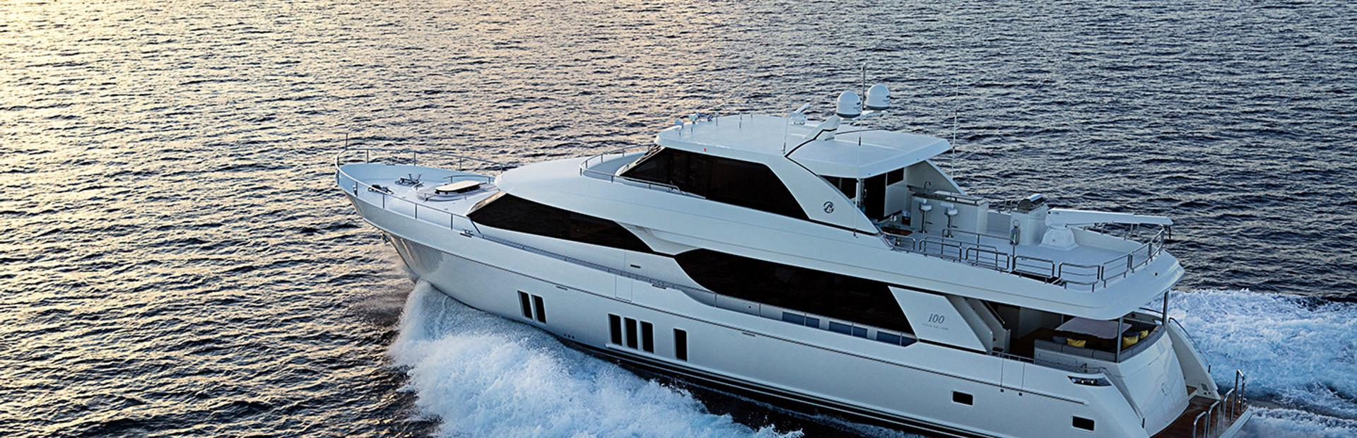 Ocean Alexander 100 Skylounge Yacht Charter