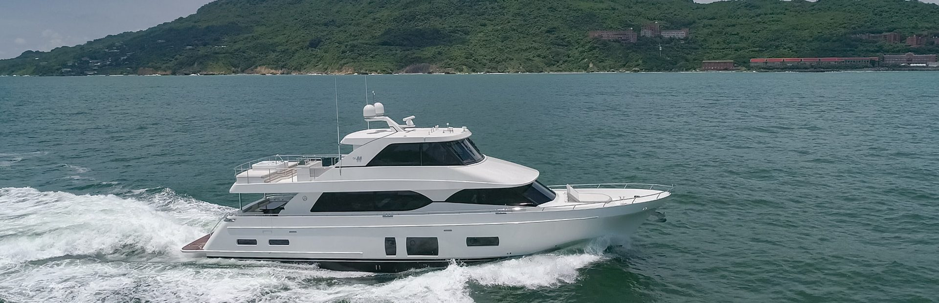 88 Skylounge SE Yacht Charter