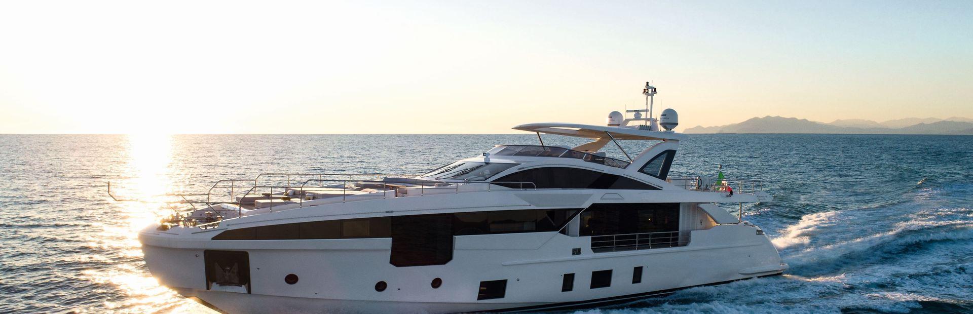 Grande 32 Metri Yacht Charter