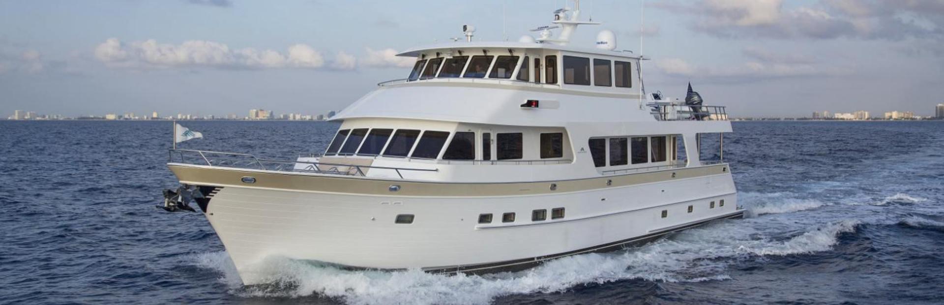 860 Deluxebridge Skylounge Motoryacht Yacht Charter
