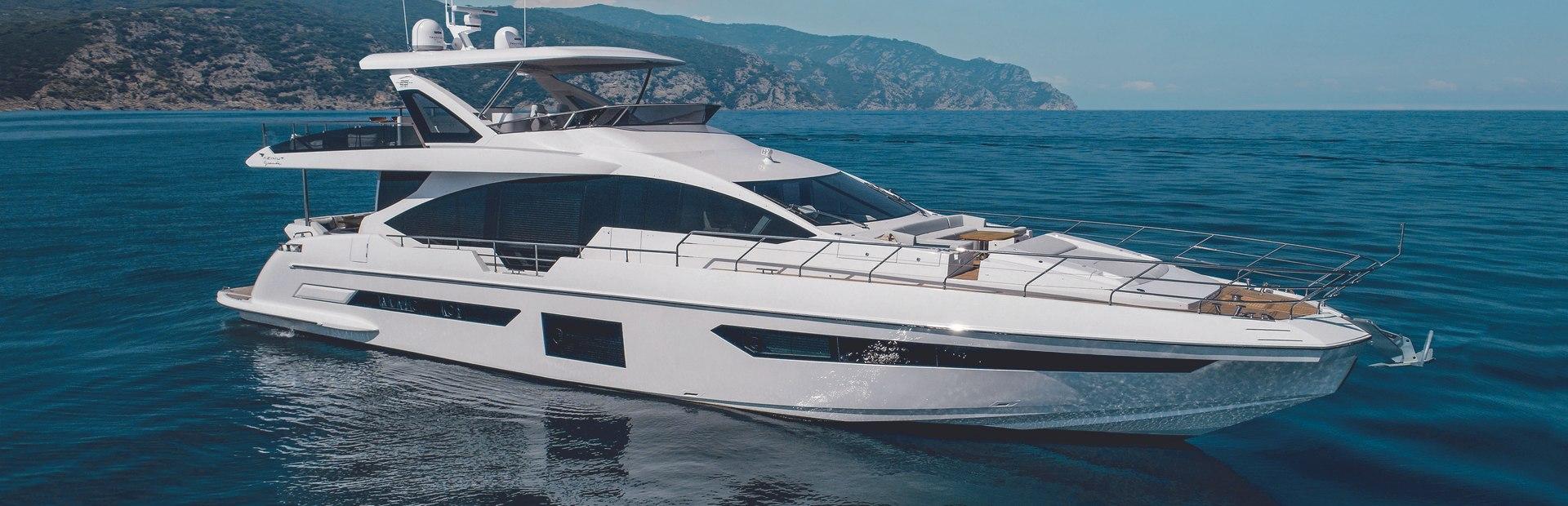 Grande 25 Metri Yacht Charter
