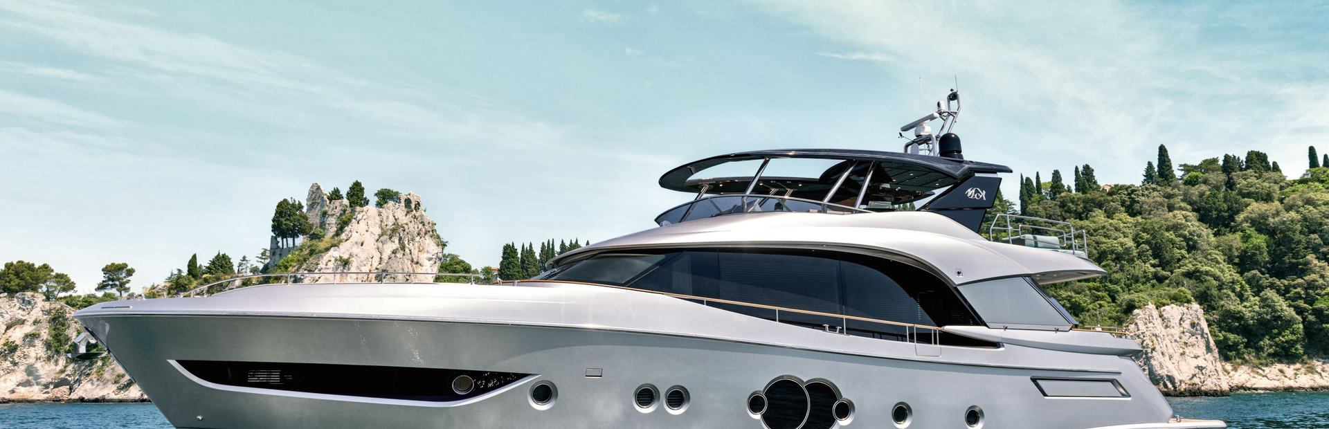 MCY 76 Yacht Charter