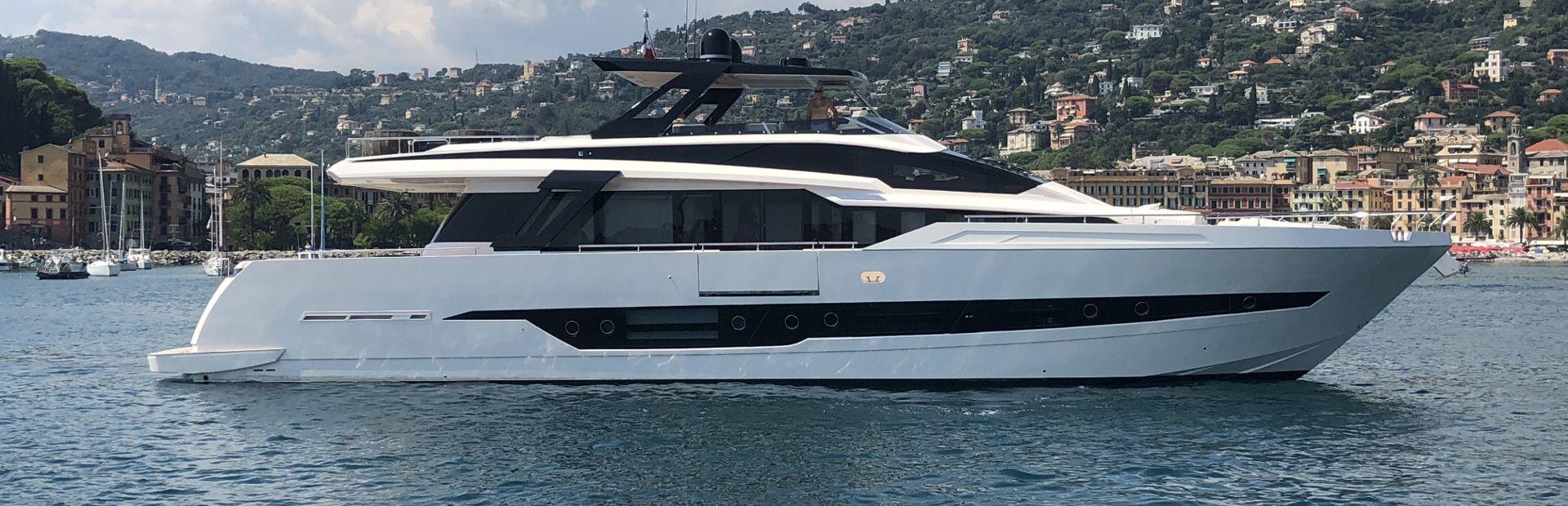 Cayman F920 Yacht Charter