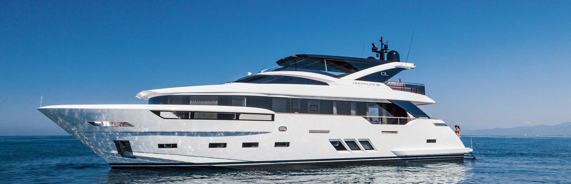 Dreamline 26 Yacht Charter