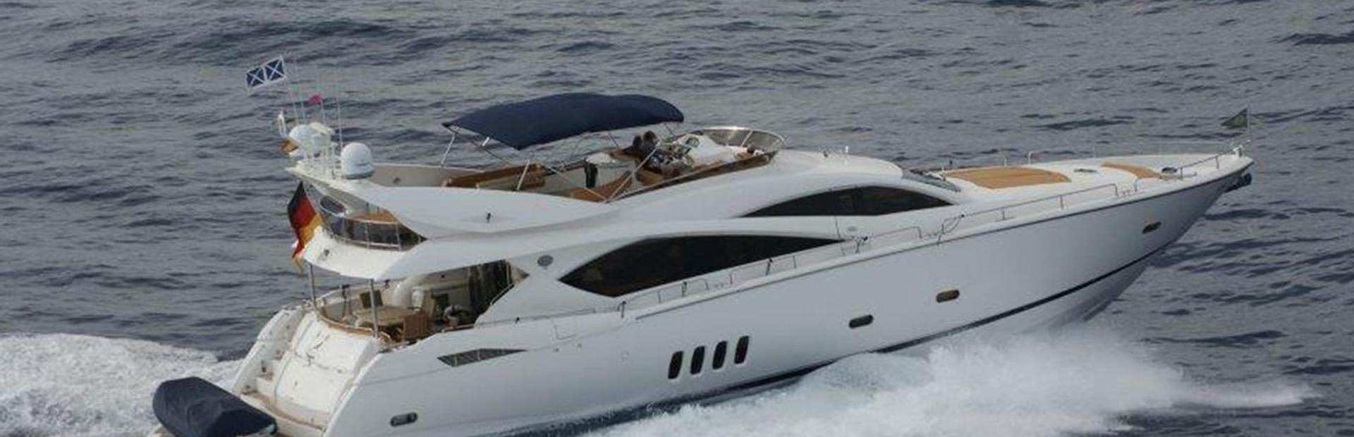 82 Yacht Yacht Charter