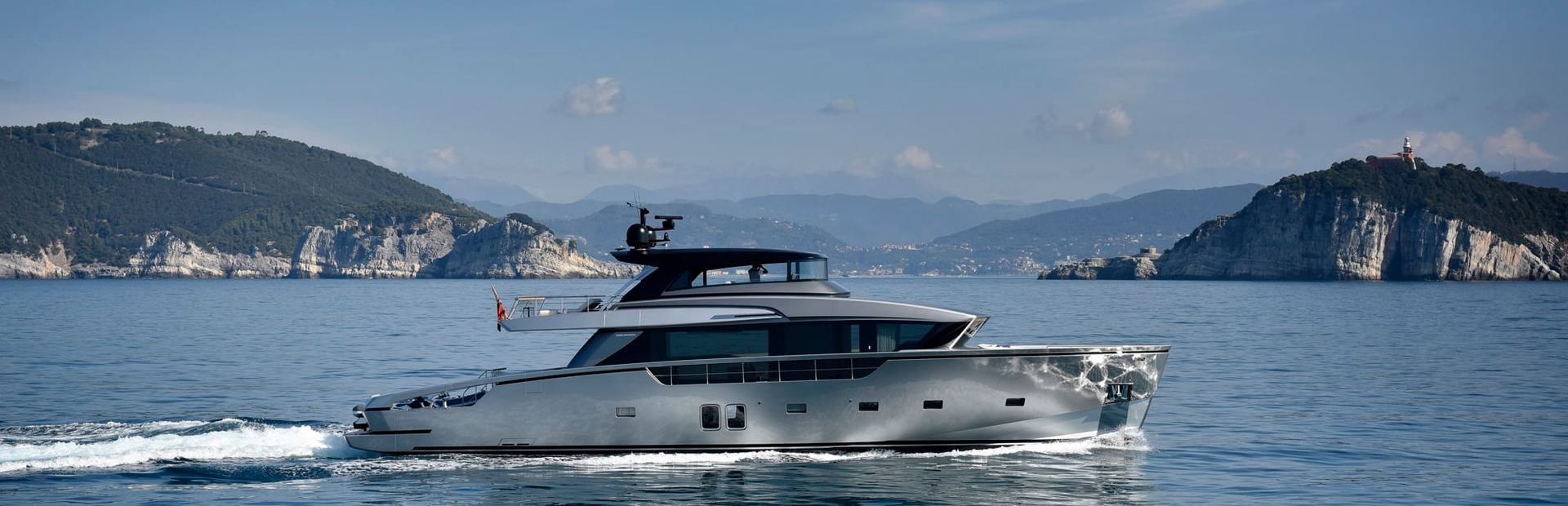 SX88 Yacht Charter