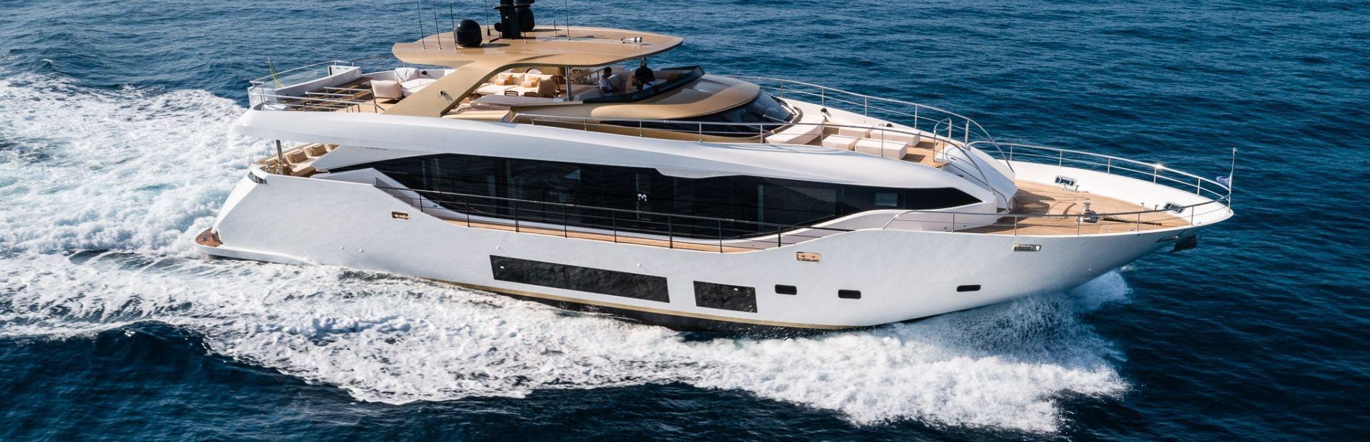 Maiora 30 Walkaround Yacht Charter