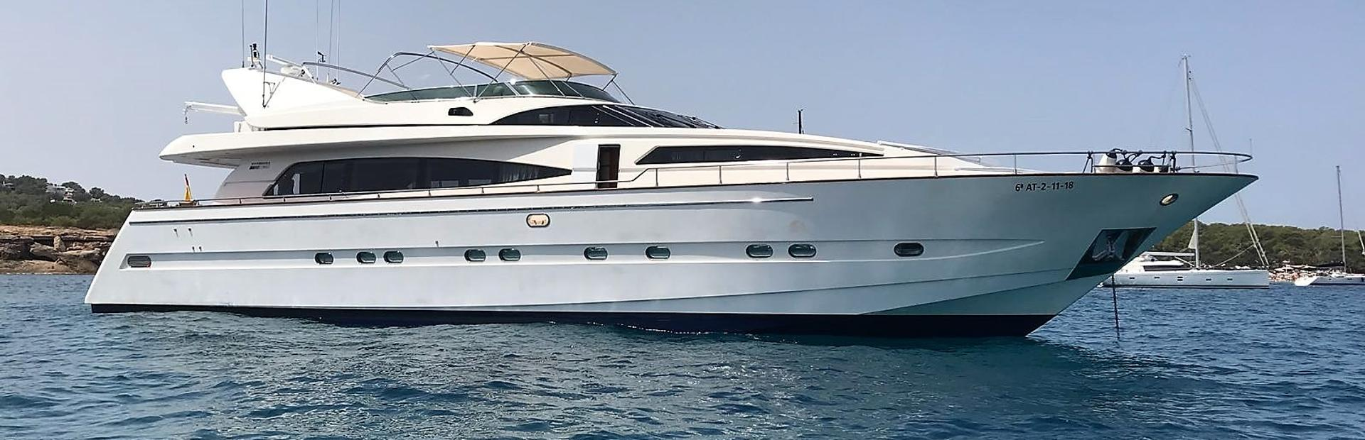 90 GLX Yacht Charter