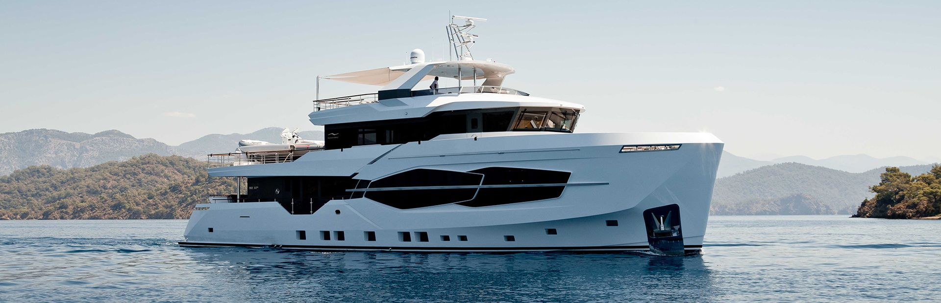32 XP Yacht Charter