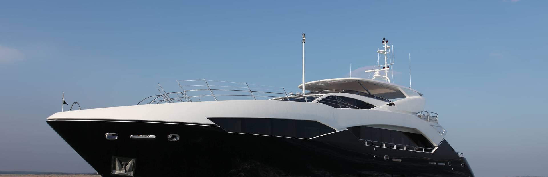 115 Sport Yacht Yacht Charter